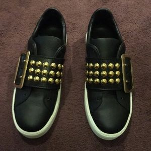Sneakers size 7.5